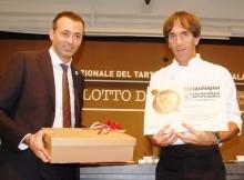 il-Sindaco-Andrea-Pierotti-con-lo-chef-stellato-Davide-Oldani-durante-ledizione-scorsa