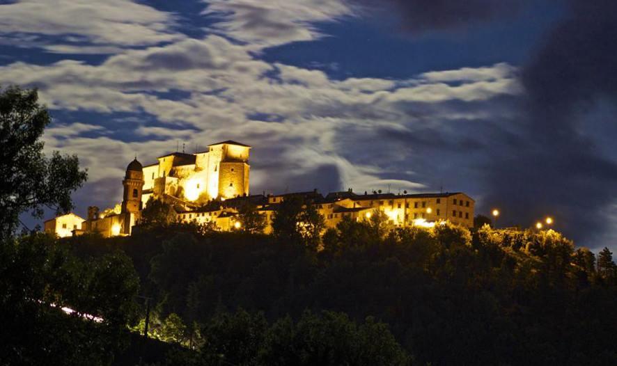 Frontone il castello della porta apre all arte for Castello di frontone