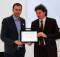 Andrea Pierotti riceve il riconoscimento dal presidente Michele Boscagli