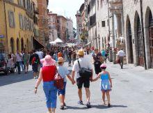 turisti-corso-vannucci-82