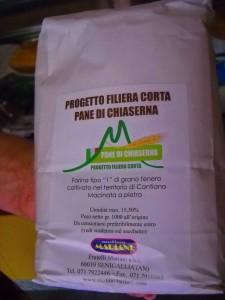 La farina a km zero prodotto nel territorio comunale in vendita in appositi sacchetti