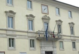 L'ingresso del municipio di Gualdo Tadino