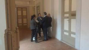 Luca Ceriscioli in colloquio con il sindaco di Pergola nei corridoi della Conferenza dei Sindaci di Urbino del 19 novembre 2016